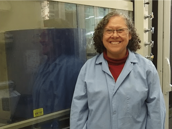 Bringing a cryogen-free 400 MHz HTS NMR spectrometer into a chemistry lab, a discussion with Maria Silva Elipe